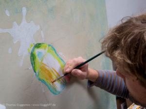 Schimmernder Käfer mit Acryl malen - In farbige Bereiche einteilen