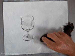 Weinglas malen mit Acrylfarbe - Schatten malen mit Lappen verstreichen