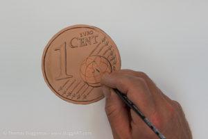 Geld malen mit Acryl - Details nachziehen
