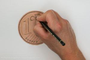 Geld malen mit Acryl - Details mit dem Stift